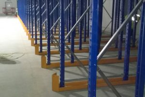 Drive in pallet racking bottom level