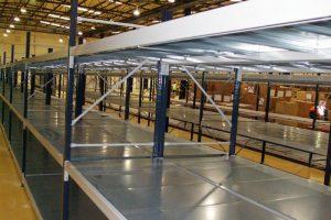 Longspan shelving with galvanised steel decks