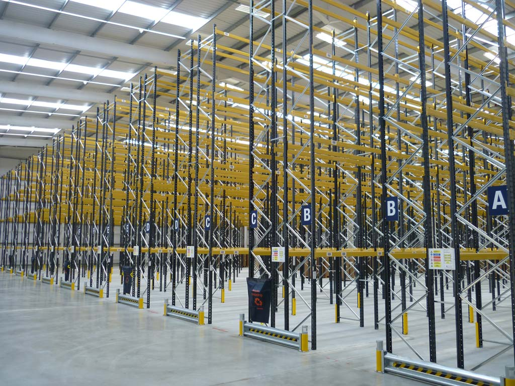 floor to ceiling narrow aisle racking
