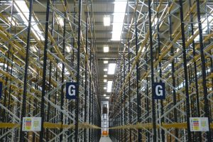 narrow aisle pallet racking installation in warehouse