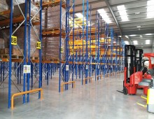 Narrow Aisle Racking with Fork Truck