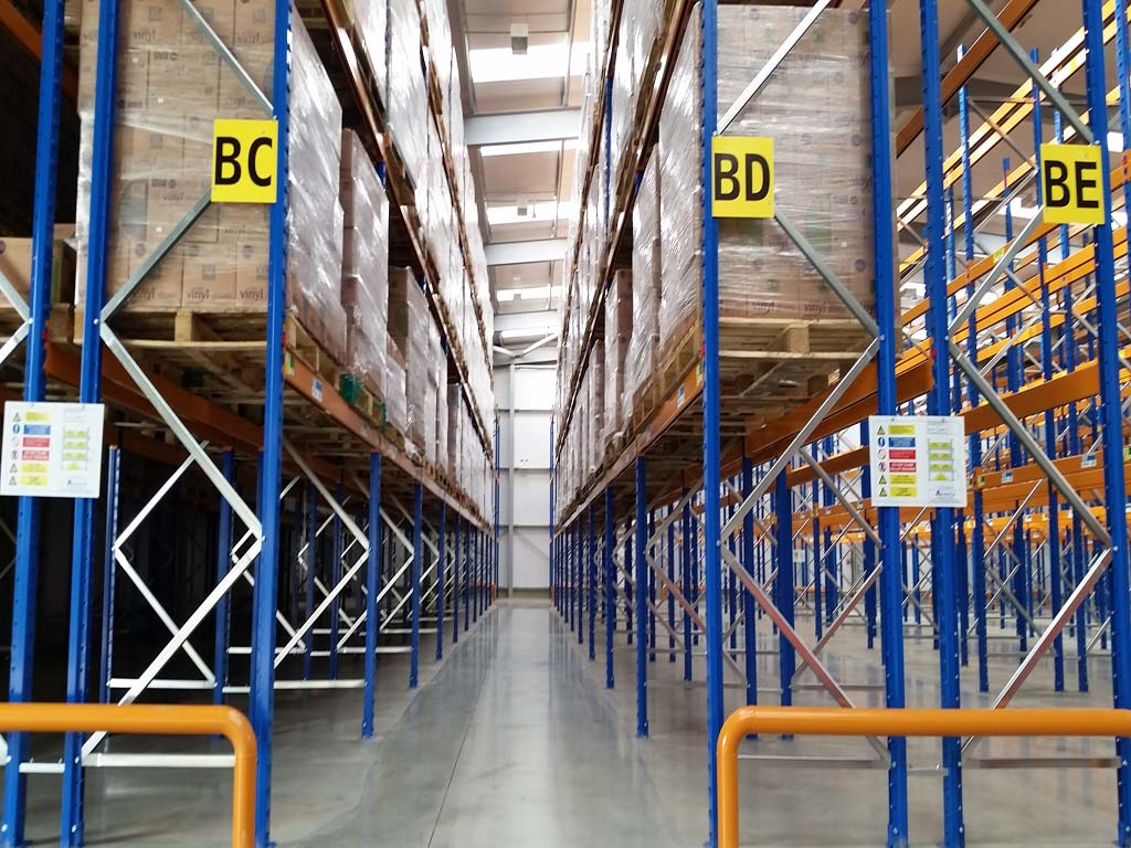 Narrow aisle racking with barrier protection