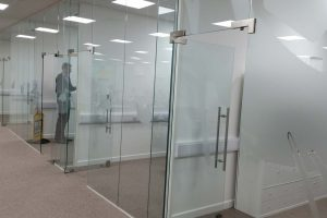 Polar glass partitions with doors