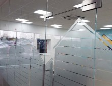 Glass partitions with beach hut effect manifestation
