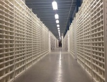 Shortspan steel warehouse shelving to store bagged garments