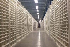 Shortspan steel warehouse shelving to store bagged garments