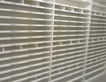 Warehouse shelving for garments
